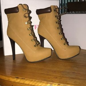 Just fab worker boots high heels never worn